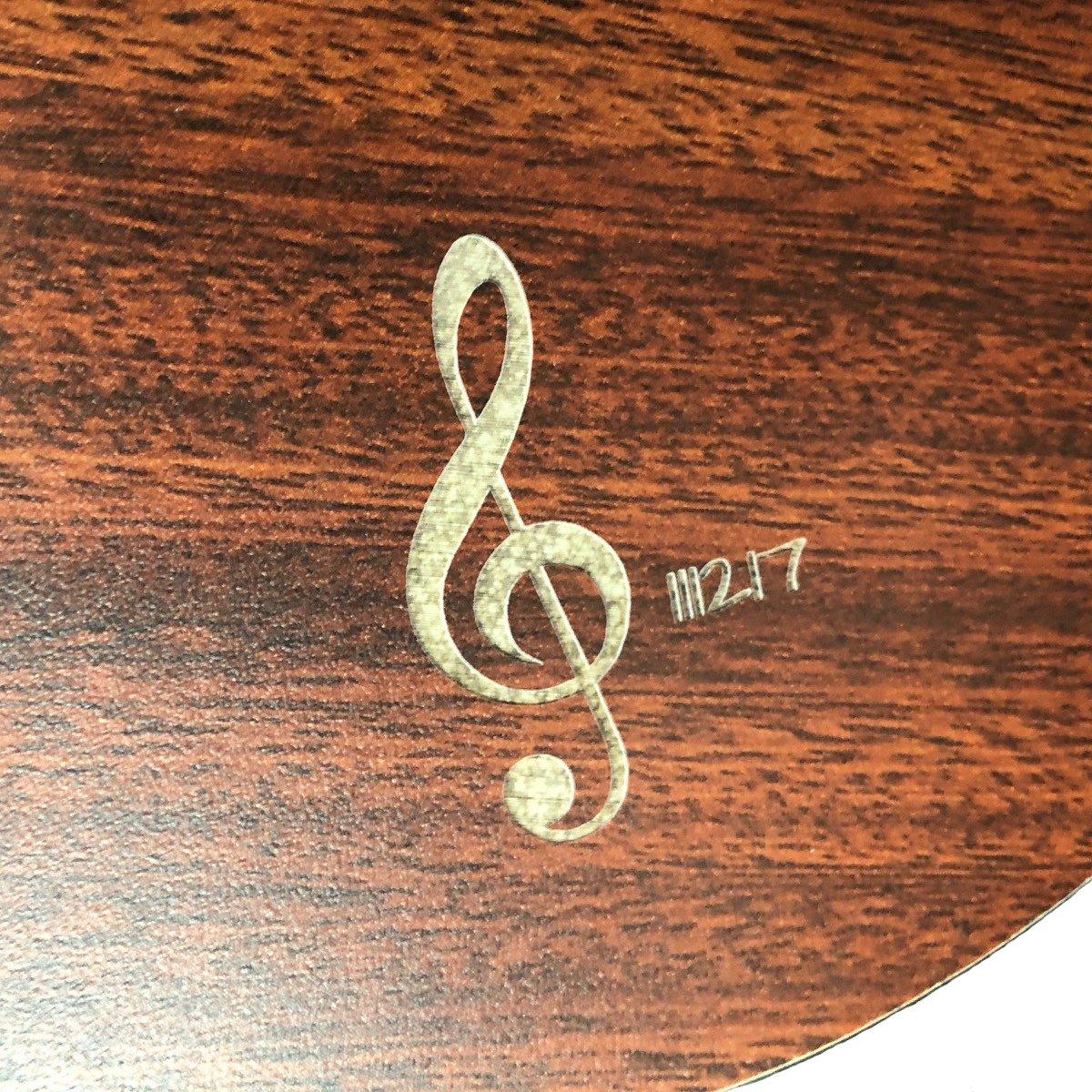 gravur gitarre mit lasergravur muenchen eine gitarre gravieren lassen. Black Bedroom Furniture Sets. Home Design Ideas